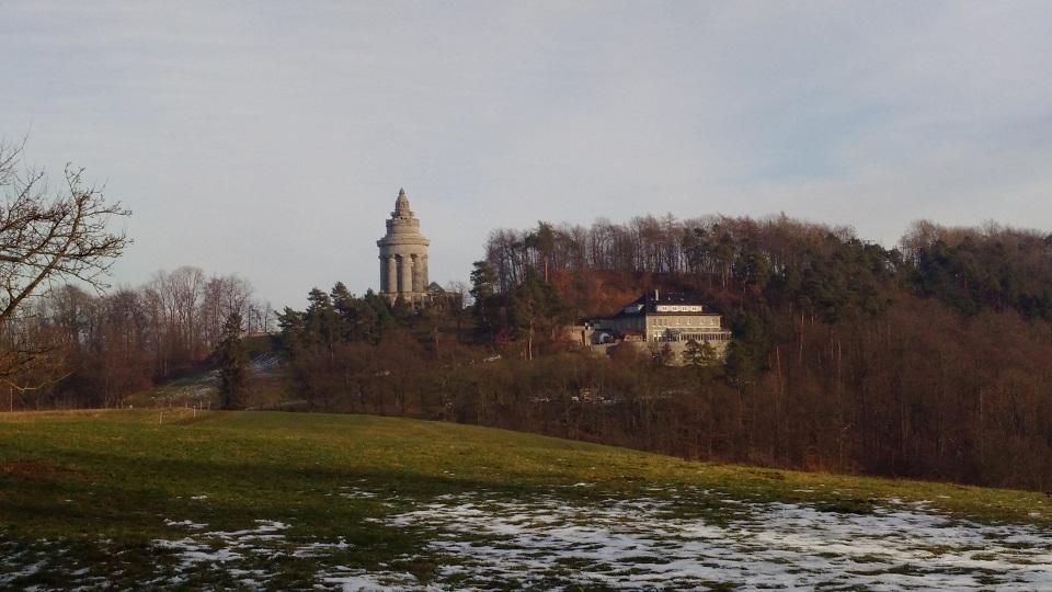 Burschenschaftsdenkmal mit Burschenhaus (Berghotel)
